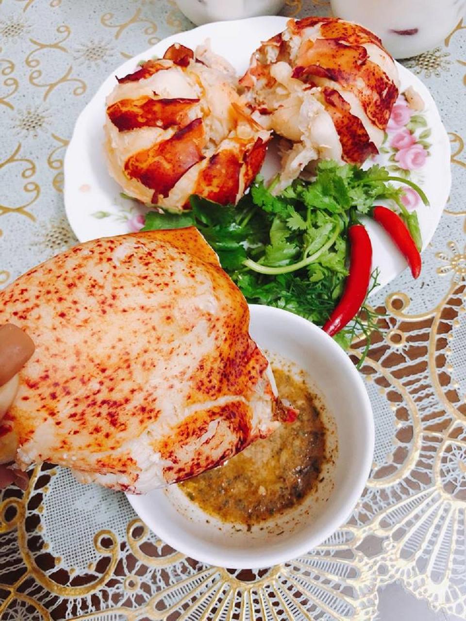 tôm hùm có nhiều gạch béo và giàu dinh dưỡng giúp bổ sung vitamin và các khoáng chất cần thiết tốt cho sức khỏe