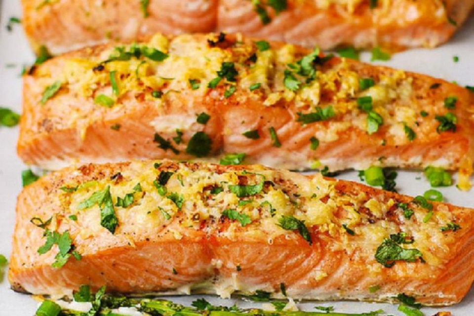 Cá hồi Nauy nướng bơ tỏi