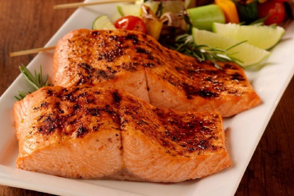 Cá hồi Nauy nướng tiêu đen