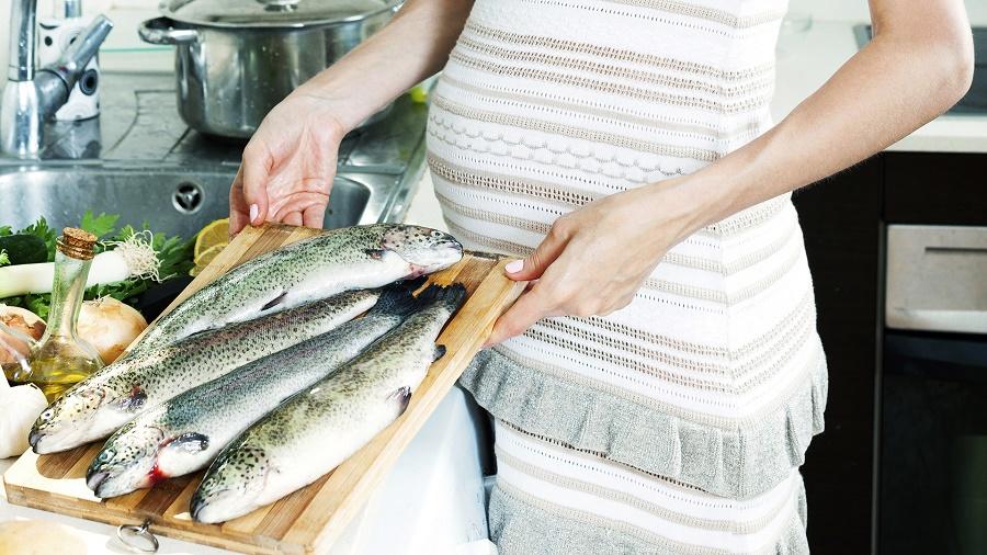 Các mẹ bầu cần giữ được chừng mực trong việc ăn các loại hải sản để bảo vệ sức khỏe của mẹ và bé.
