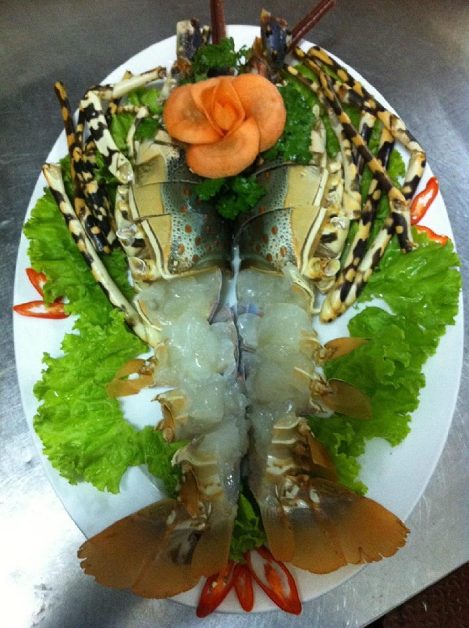 Sashimi tôm hùm bông