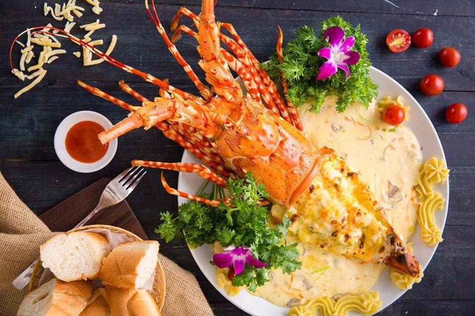 Tôm hùm bông có thể chế biến rất nhiều món ăn ngon, bắt mắt và cực kỳ hấp dẫn