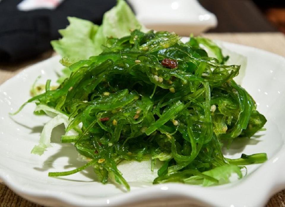 Rong biển trộn mè Nhật rất tốt cho trẻ em và phụ nữ mang thai.