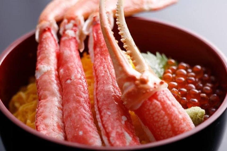 Trong thịt chân cua tuyết có chứa rất nhiều các dưỡng chất rất tốt cho sức khỏe.