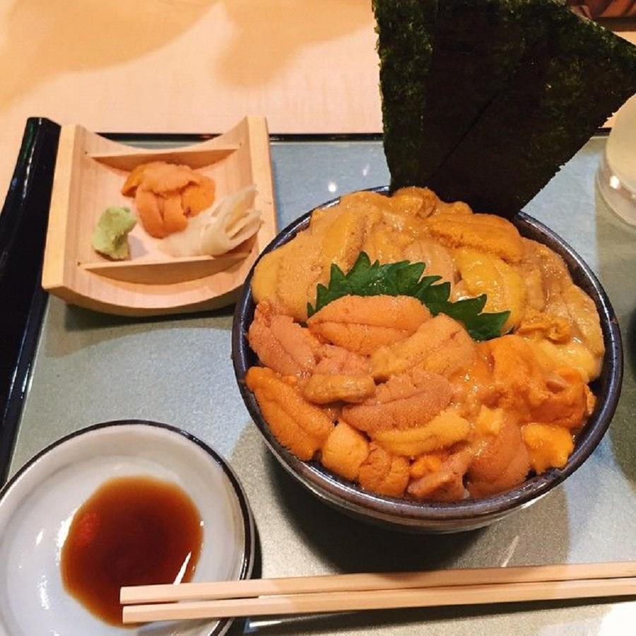 Nhum biển là loại hải sản thuộc hàng quý hiếm với giá trị dinh dưỡng rất cao, đặc biệt giàu canxi, phòng ngừa bệnh còi xương.