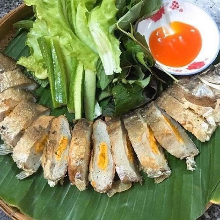 Khi thưởng thức sẽ cảm nhận đủ từ độ dai của cá thác lát , sự giòn tan của da và vi cá, vị bùi của trứng muối đem đến mùi thơm rất đặc trưng.