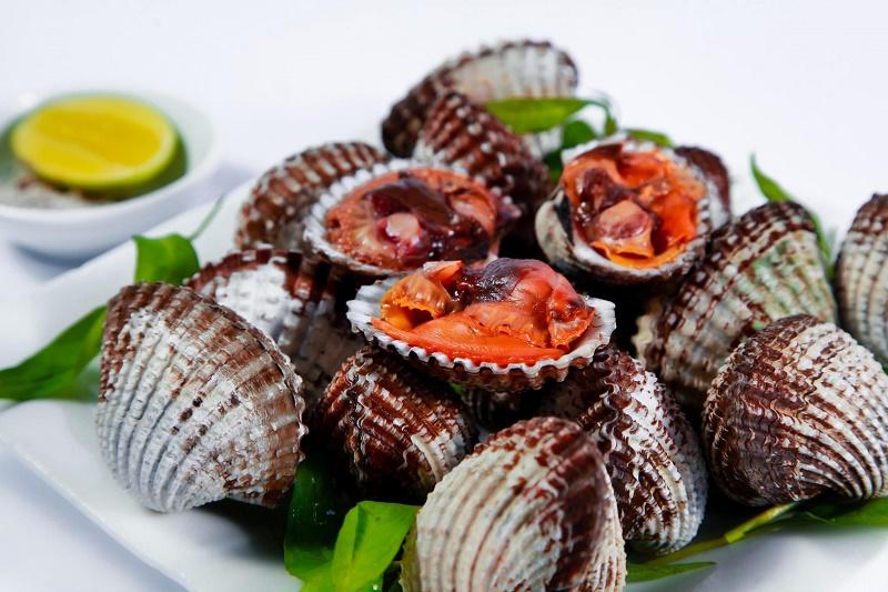 Thịt sò huyết cồ có vị ngọt, mặn, tính ấm tác dụng bổ huyết, kiện vị, chứng huyết hư, thiếu máu, chảy máu mũi, viêm loét dạ dày tá tràng,...