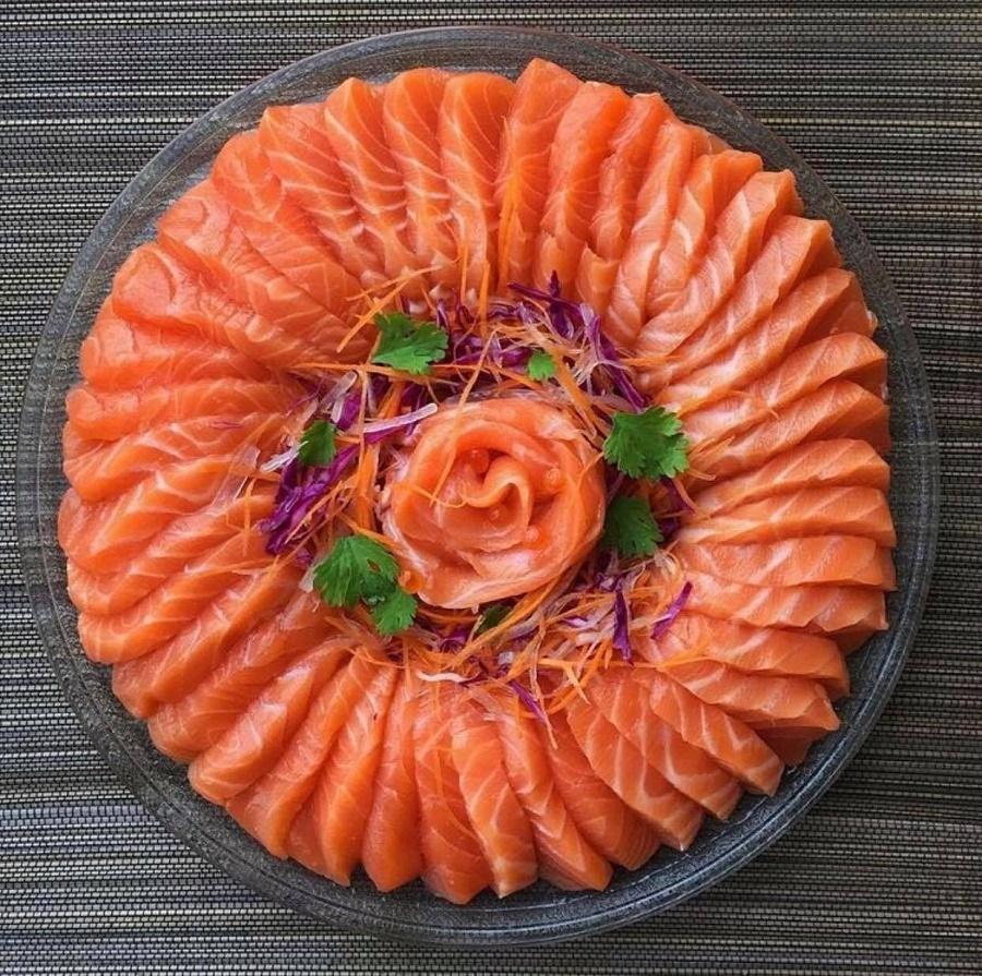 Cá hồi là một loại cá rất tốt và giàu dinh dưỡng cho sức khỏe của mọi gia đình nhất là đối với trẻ nhỏ, trẻ bị hen suyễn và phụ nữ mang thai.