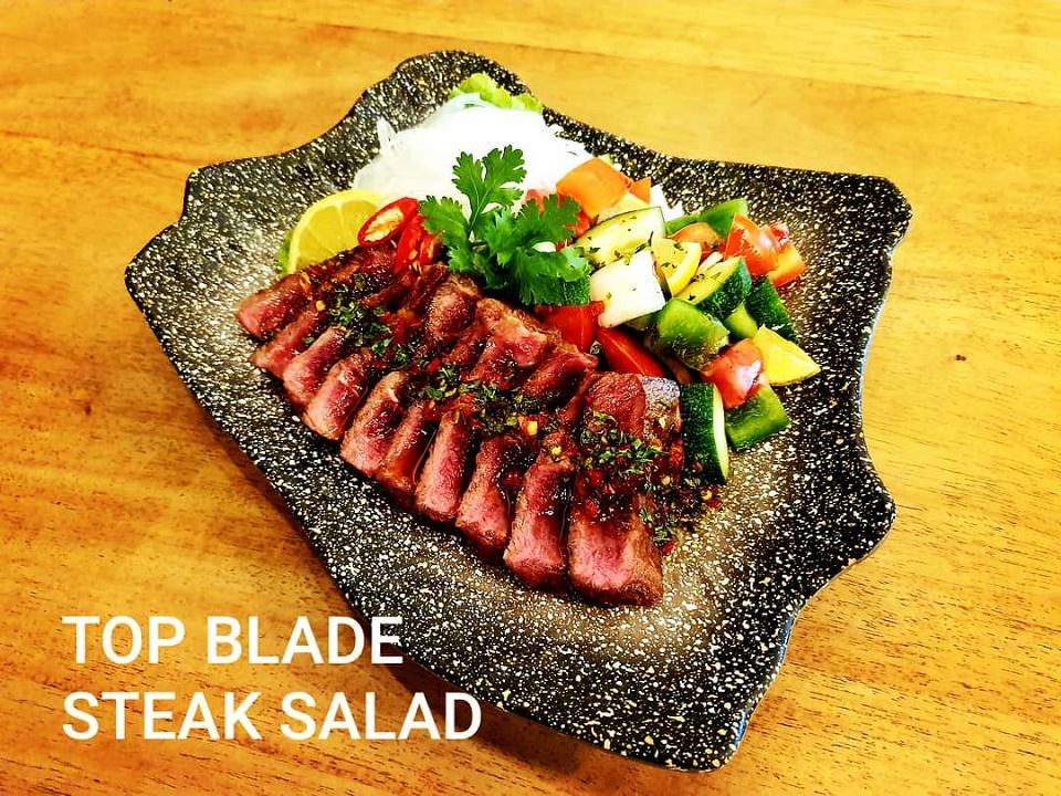 Món Beefsteak salad bò Mỹ thơm ngon.