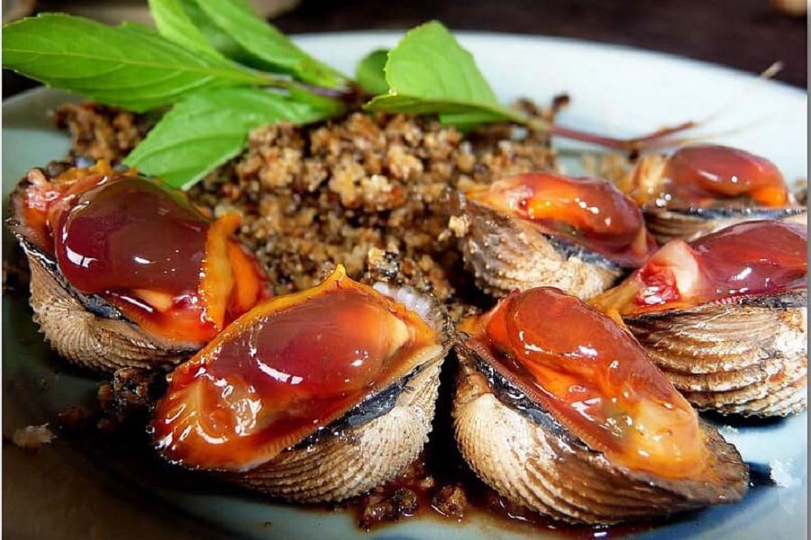 Trong các loại sò, sò huyết là món ăn chứa nhiều chất dinh dưỡng cần thiết cho cơ thể. Với hàm lượng dưỡng chất cao như đạm, magie, kẽm, omega-3 cao… sò huyết được đánh giá là món ăn bài thuốc hữu hiệu