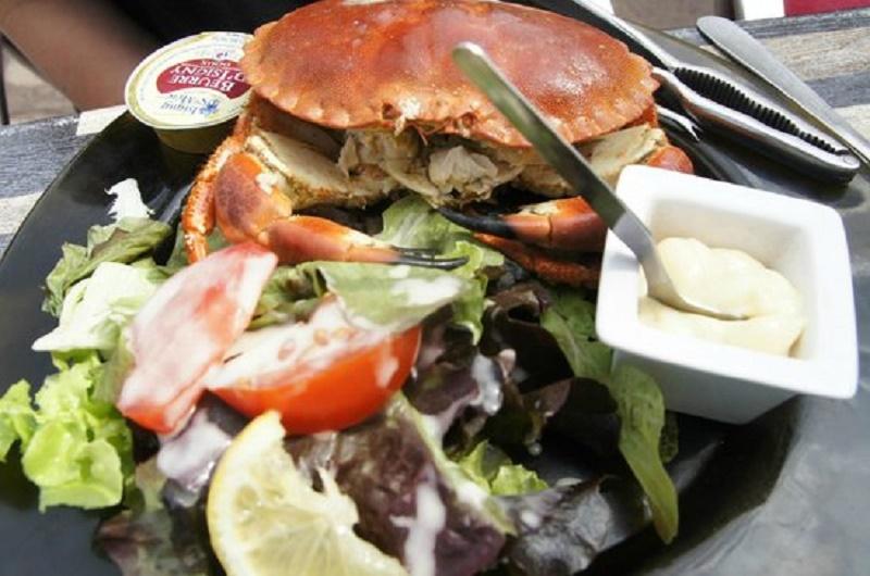 Thịt cua Bắc Băng Dương trộn salad món ăn giàu dinh dưỡng cho người giảm cân.